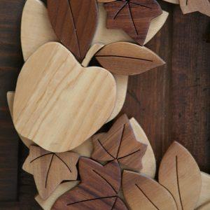 Mela e edera in legno naturale per ghirlanda