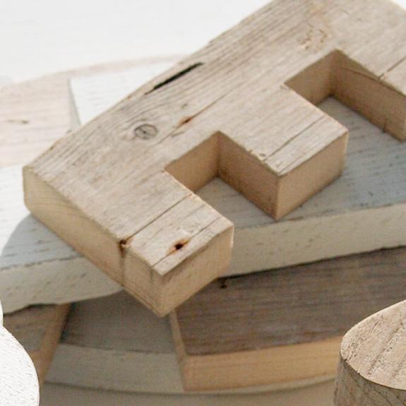 Lettere e numeri in legno di recupero fatti a mano artigianalmente