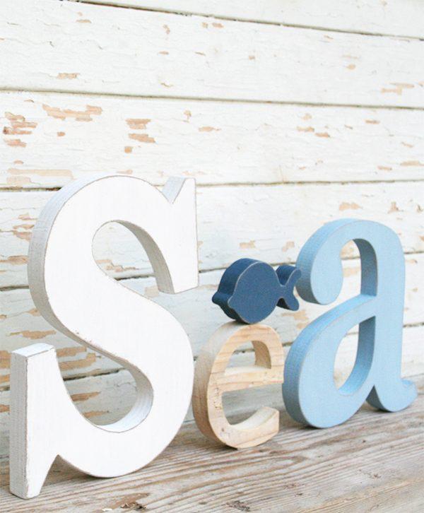 Scritta Sea in legno colorato e naturale