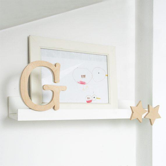 Mensola in legno con iniziale nome bambino e stelle