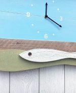 Orologio con pesci in legno di recupero colorato per casa al mare