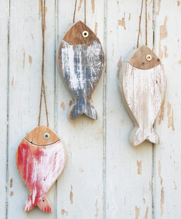 Pesci in legno di recupero colorati realizzati artigianalmente