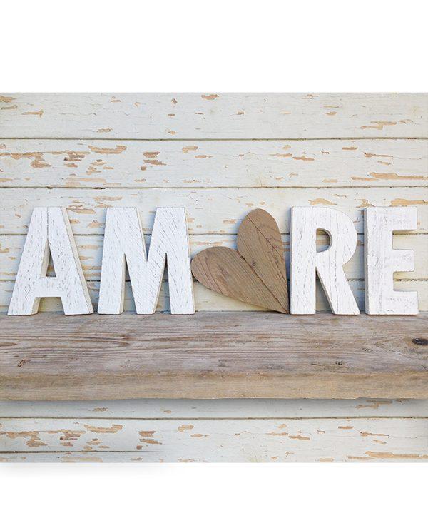 Scritta AMORE in legno di recupero con cuore naturale o colorato a mano