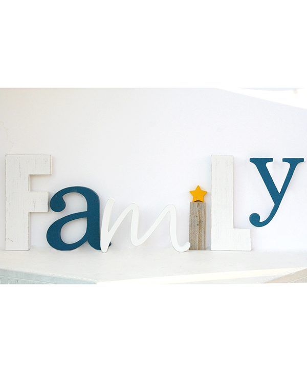 Scritta Family in legno di recupero