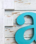 Lettere in legno colorate in stile shabby per scritta Family