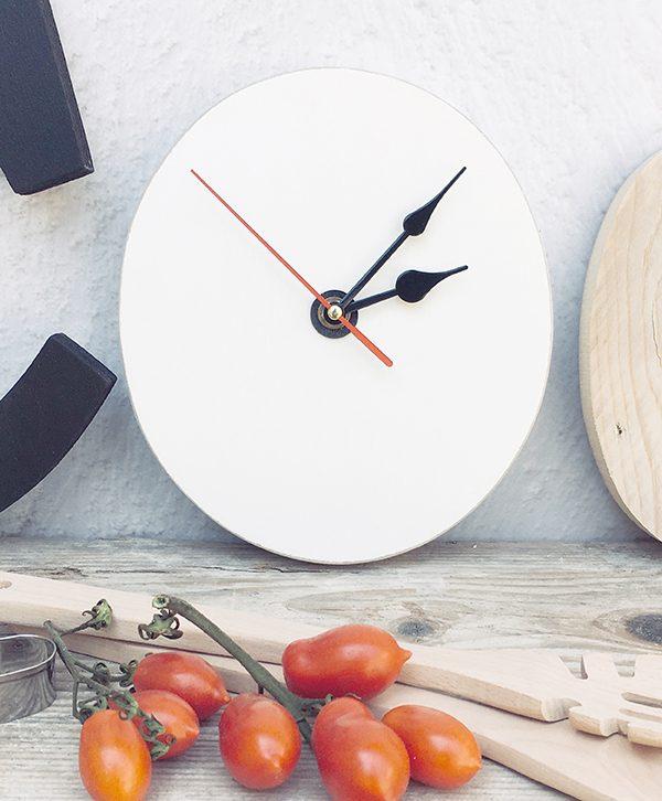 Orologio in legno con scritta fatta a mano artigianalmente