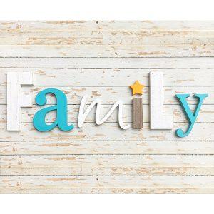 Scritta FAMILY in legno di recupero naturale e colorato a mano con stella