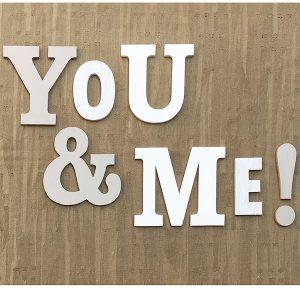 Scritta You & Me in legno colorato