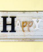 Scritta Happy in legno di recupero fatta a mano