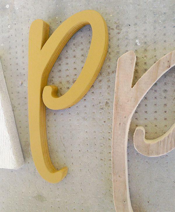 Lettere in legno di recupero naturale e colorato