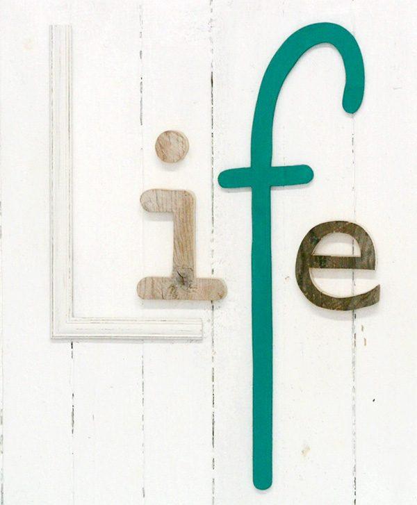 Scritta Life in legno di recupero personalizzata a mano