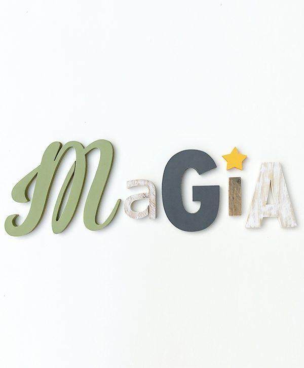 Scritta Magia in legno di recupero colorato e naturale con stella