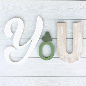 Scritta You in legno dipinto e di recupero con cuore colorato a scelta