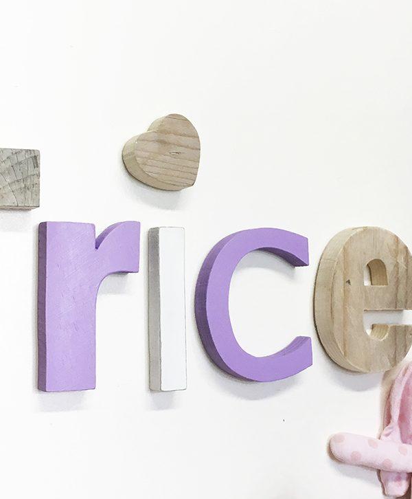 Nome di bambina in legno di recupero colorato o naturale con stella