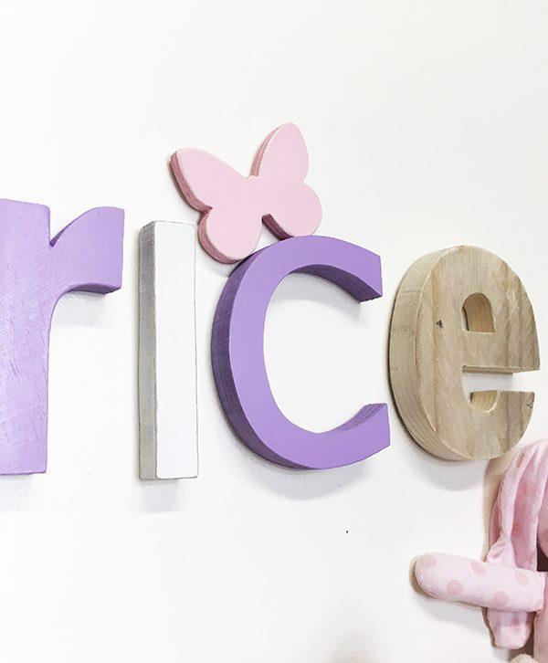 Lettere in legno per nome di bambina con farfalla