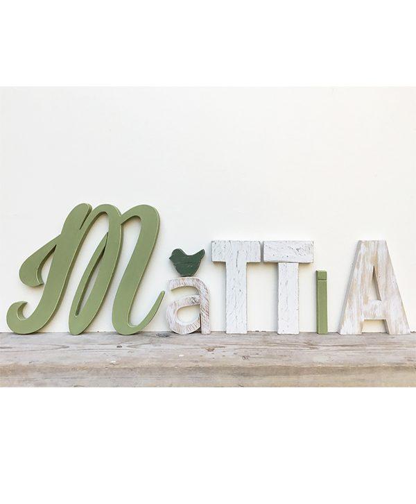 Lettere per nome di bambino in legno di recupero colorato o sbiancato con uccellino