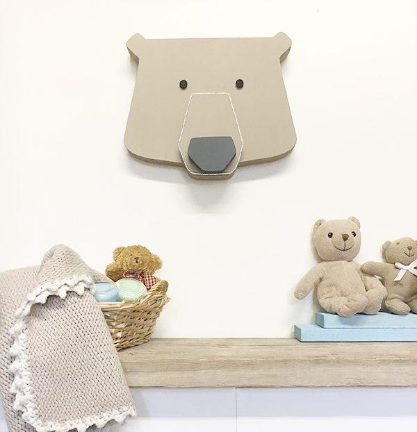 Testa di orso in legno per decorare la camera dei bambini