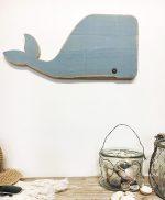 Balena decorativa da appendere in legno di recupero dipinto