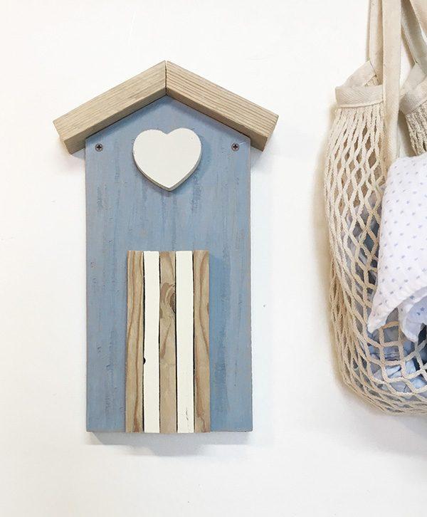 Decorazione a forma di cabina in legno di recupero