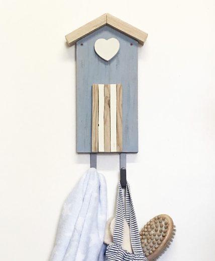 Appendiabiti a forma di cabina in legno di recupero