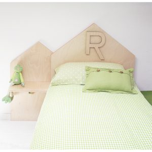 Testata di letto a forma di casetta con iniziale bambino