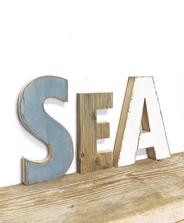 Scritta SEA in legno di recupero dipinta a mano