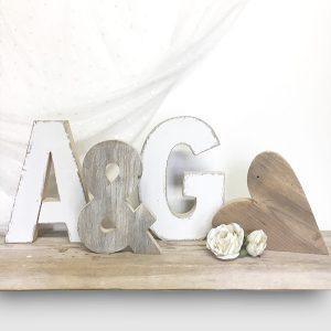 Wedding - Iniziali con & e cuore in legno naturale o dipinto a mano