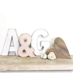 Matrimonio shabby - Iniziali con & e cuore in legno naturale o dipinto a mano