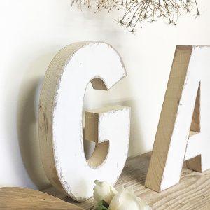 Lettere in legno di recupero fatte a mano artigianalmente