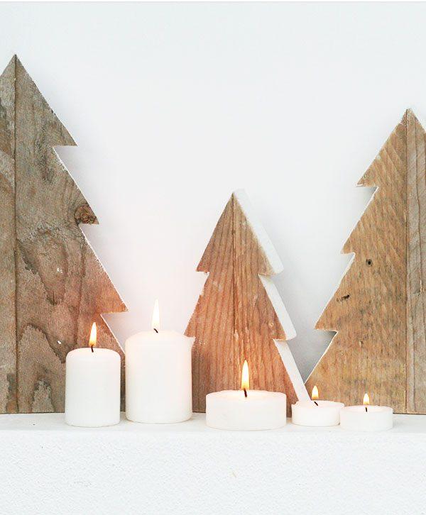 Alberi di Natale in legno di recupero per decorare la casa natalizia