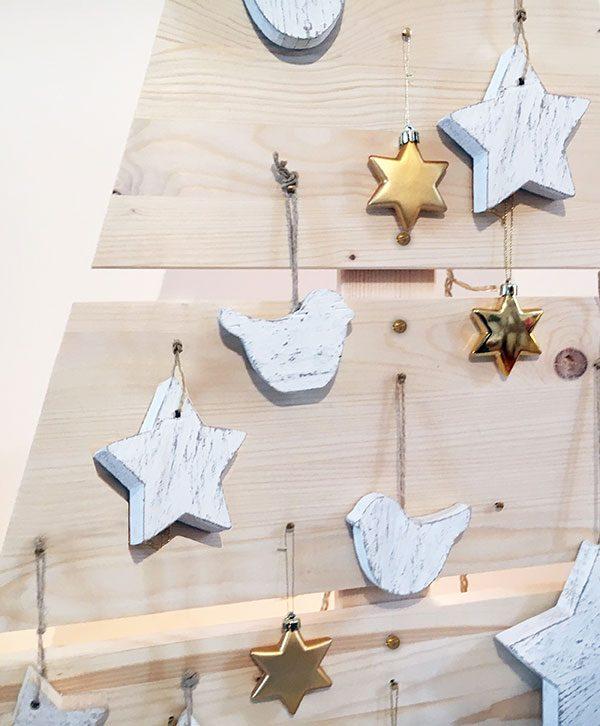 Albero e decorazioni natalizie in legno fatto a mano