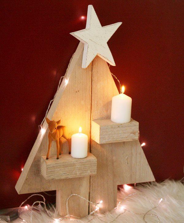 Alberello di Natale in legno di recupero con mensole portacandela