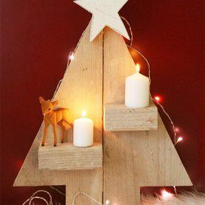 Albero di Natale in legno di recupero con portacandele