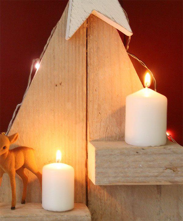Piccolo abete di Natale con mensolina portacandela in legno di recupero