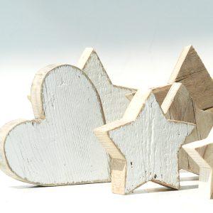 Cuori e stelle in legno di recupero per decorare casa