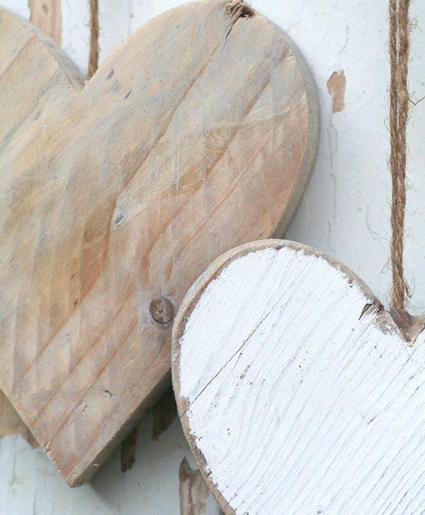 Cuore da appendere in legno di recupero naturale o in colori a tua scelta