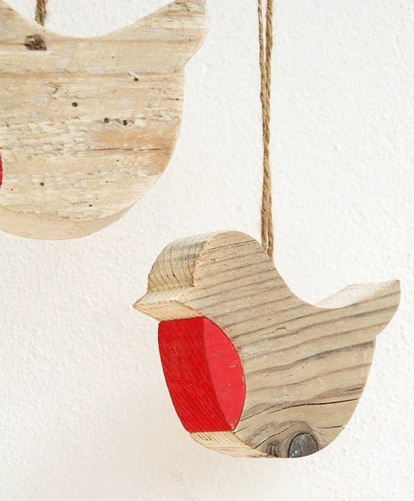 Pettirosso in legno di recupero da appendere per decorare una parete