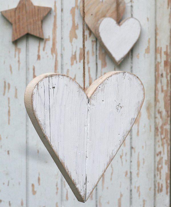 Cuore da appendere in legno di recupero in colori a tua scelta