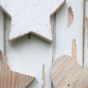Stella o cuore in legno di recupero naturale o colorato
