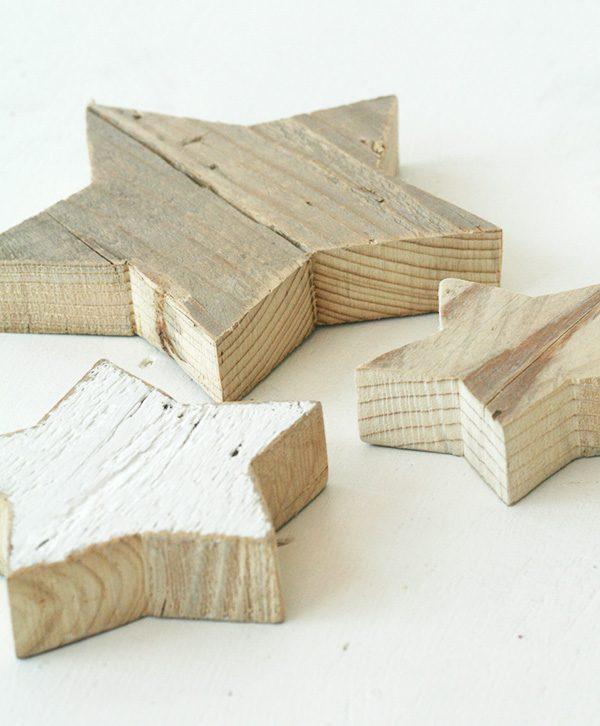 Stelle in legno di recupero naturale e dipinte