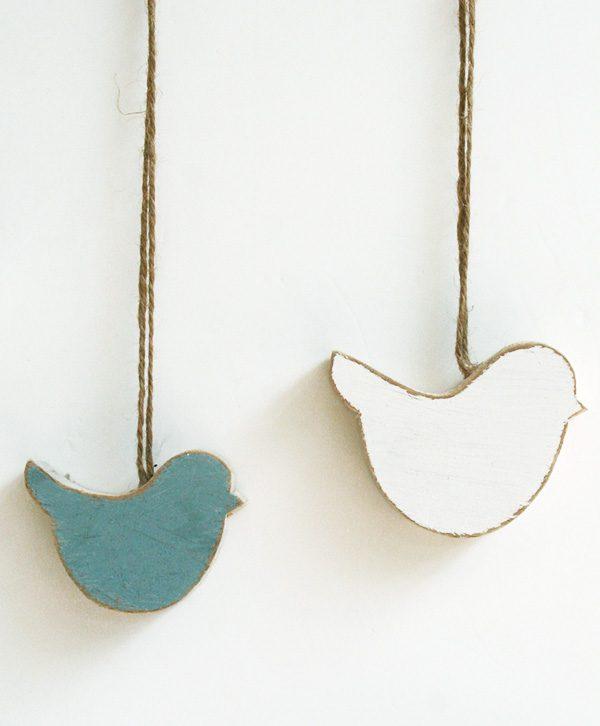 Uccellini in legno di recupero colorati per camera bambino