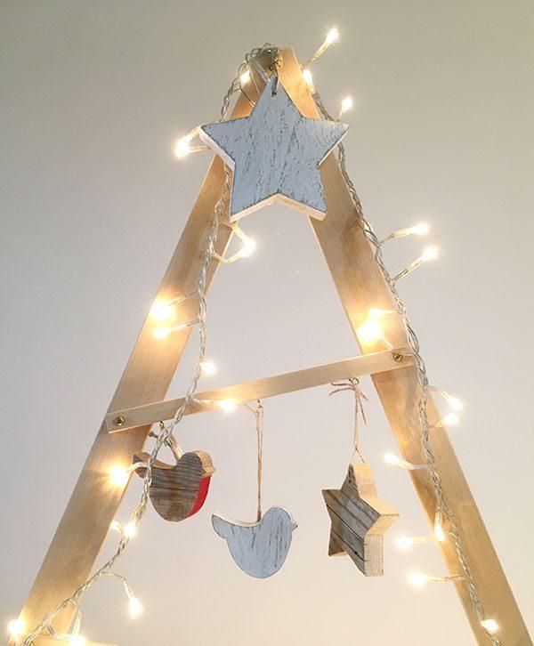 Decorazioni natalizie in legno di recupero in colore a scelta