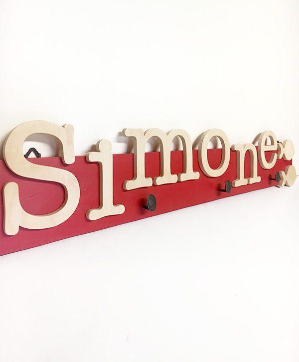 Appendiabiti in legno con il proprio nome e decorazione a scelta