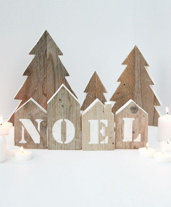 Centrotavola natalizio con casette Noel e abeti di natale in legno di recupero