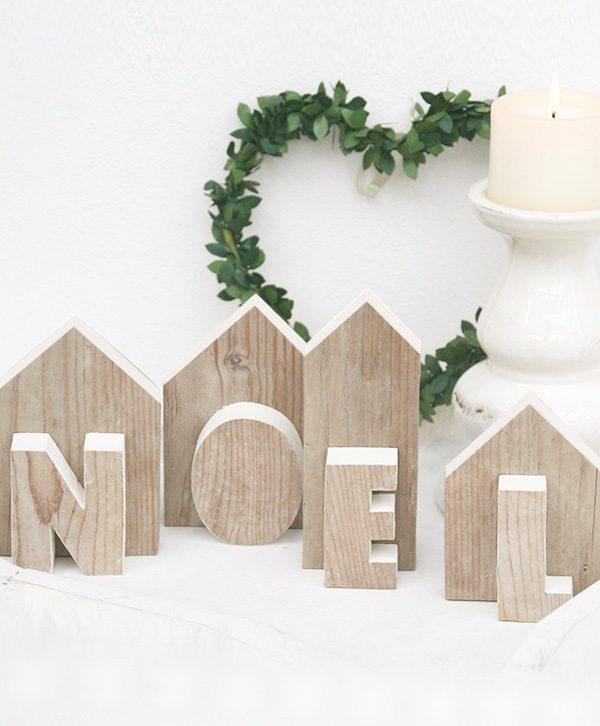 Casette in legno di recupero con scritta Noel per decorare la tavola di natale