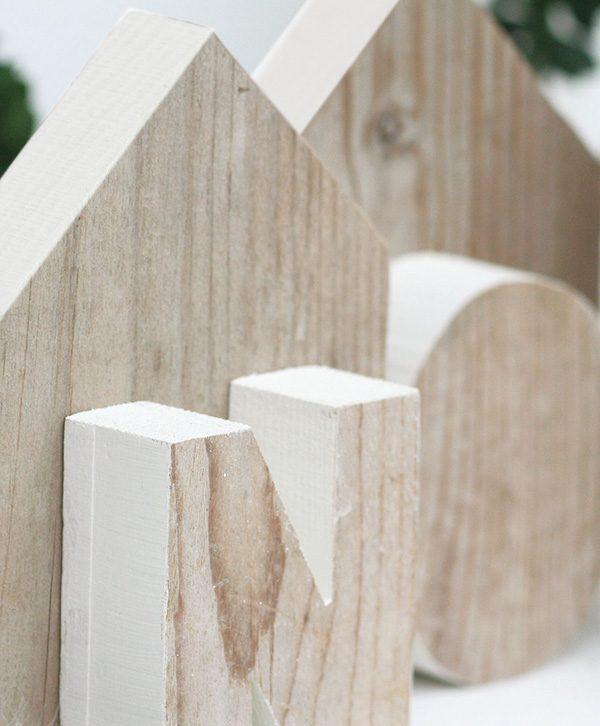 Casette in legno di recupero con scritta Noel per decorare il natale