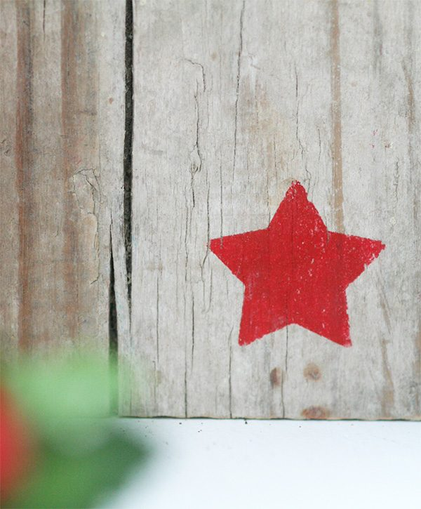 Casetta decorazione di Natale in legno di recupero con stellina