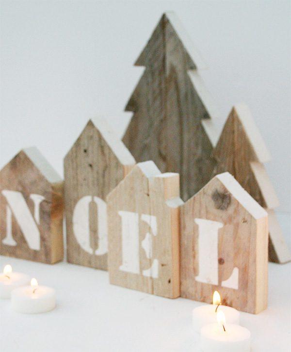 Villaggio di natale in legno di recupero con casette Noel e abeti