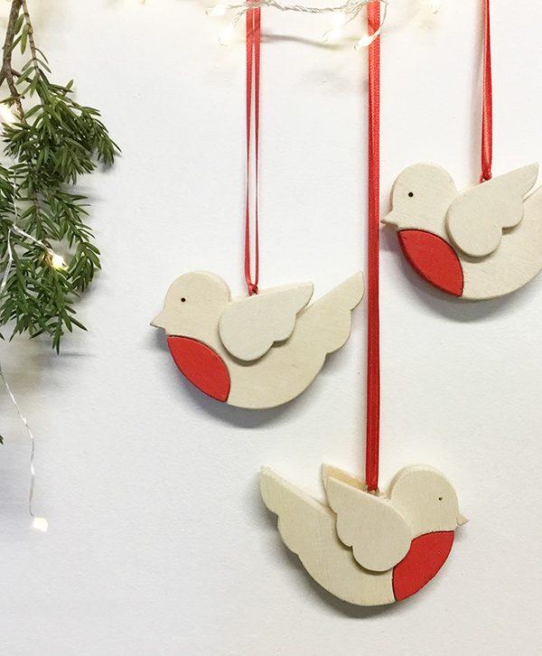 Pettirossi natalizi in legno da appendere come decorazione