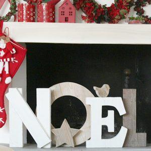 scritta noel in legno con stella e uccellino per decorare il Natale